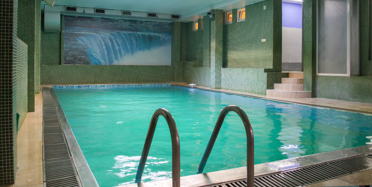 Indoor Pool&Spa at the Academy